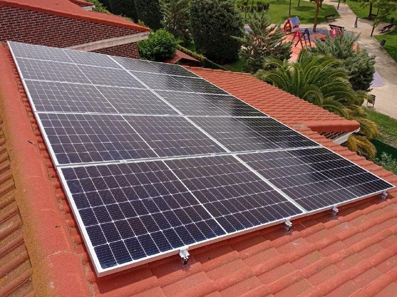 Instalación fotovoltaica de autoconsumo en urbanización Ilustración 21, tipo 1