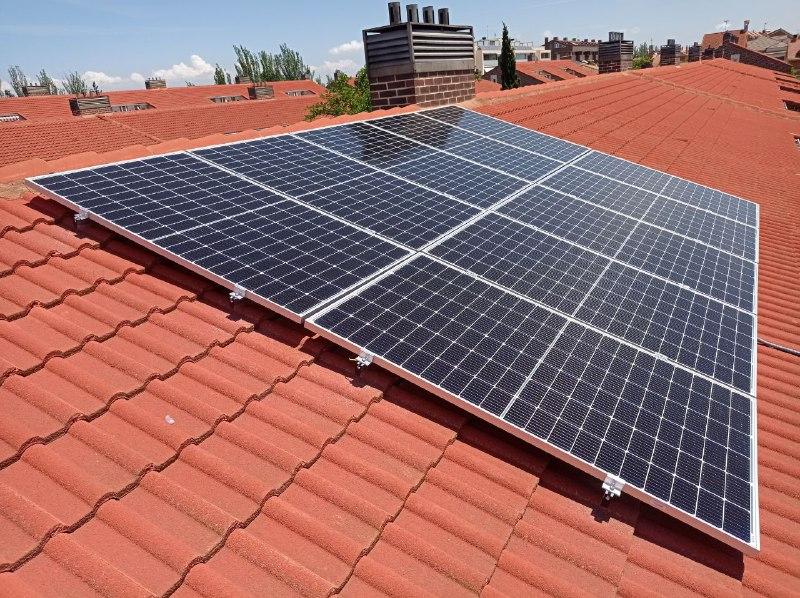 Instalación fotovoltaica de autoconsumo en urbanización Ilustración 21, tipo 3